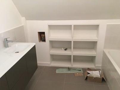 creation sous bassement pour integration de meubles reduit
